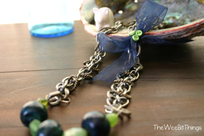 chain necklace with ribbon